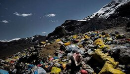 rubbish-left-by-mounatineers-gettyimages-169950961_730x419.jpg