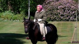 200531173923-01-queen-elizabeth-horse-ride-0530-super-tease.jpg