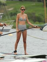 taylor-swift-paddleboard-ed-sheeran-072813-4-435x580.jpg